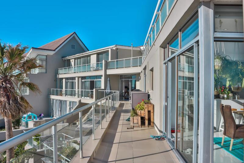 Property For Sale in Bloubergstrand, Cape Town 6